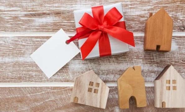 家の模型とプレゼント