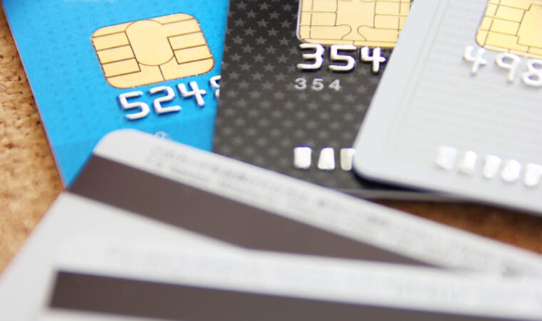 クレジットカードやキャッシングの借入状況も審査対象です